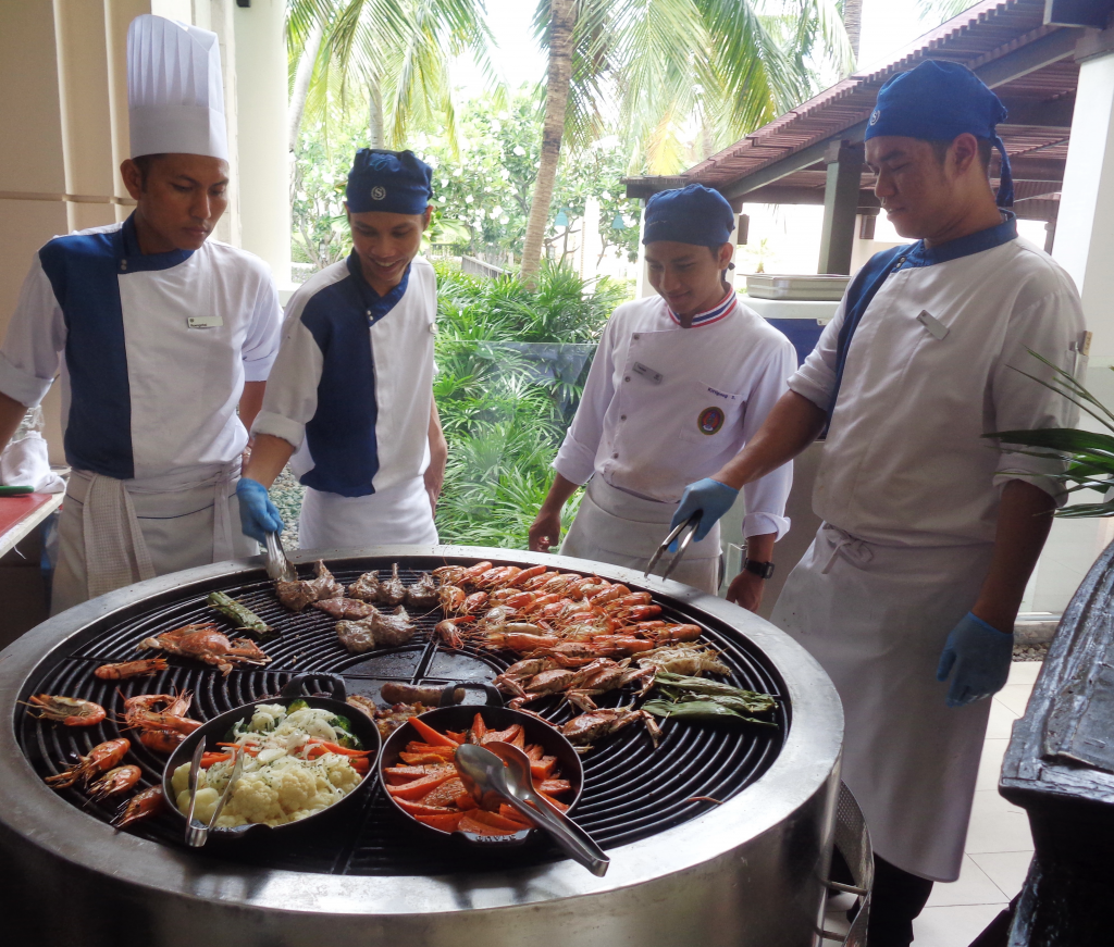 """CRAB-AGANZA SUNDAY BRUNCH AT THE SHERATON; ESPECIALLY FOR """"SATURDAY NIGHT CAROUSERS""""!"""