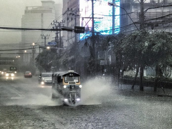 Weather Update: Flooding Persists in Many Provinces; Heavy Local Rain & Gusty Winds