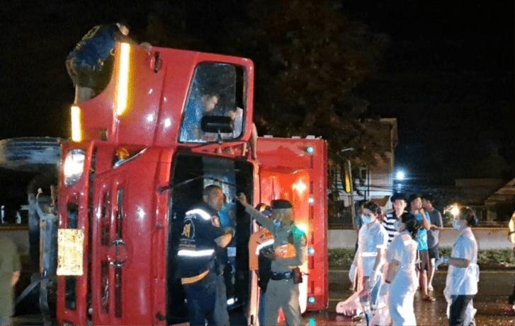 SERIOUS HOLIDAY WEEKEND CRASHES ON PHETCHABURI ROADS