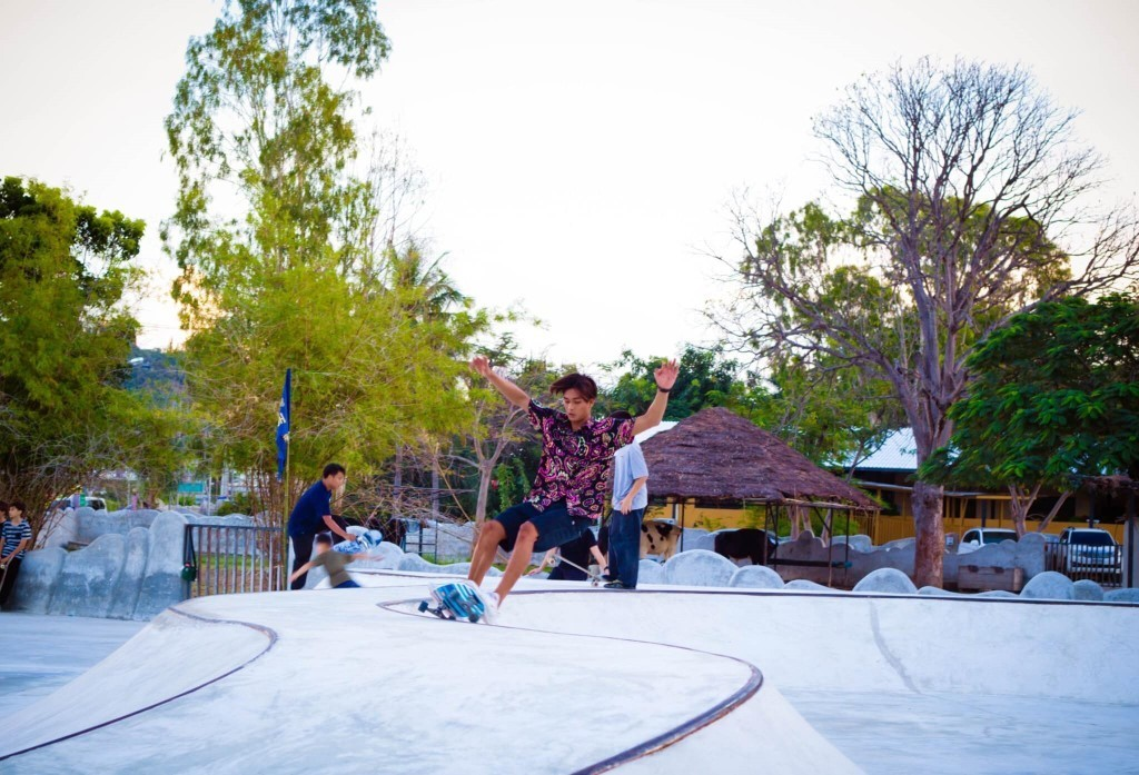 SURFING ON WATER OR WHEELS AT THE HUA HIN SURF & SKATE JAM