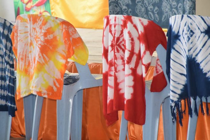 TIE-DYING - A NEW REGIONAL COTTAGE INDUSTRY