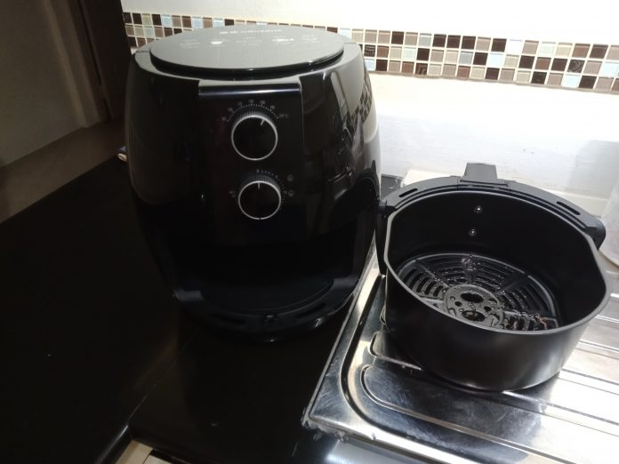 TRY AN AIR FRYER AND STOP OIL-SATURATING YOUR FOOD